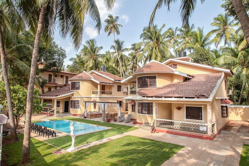 Good Times and Tan Lines, holiday rental in Calangute