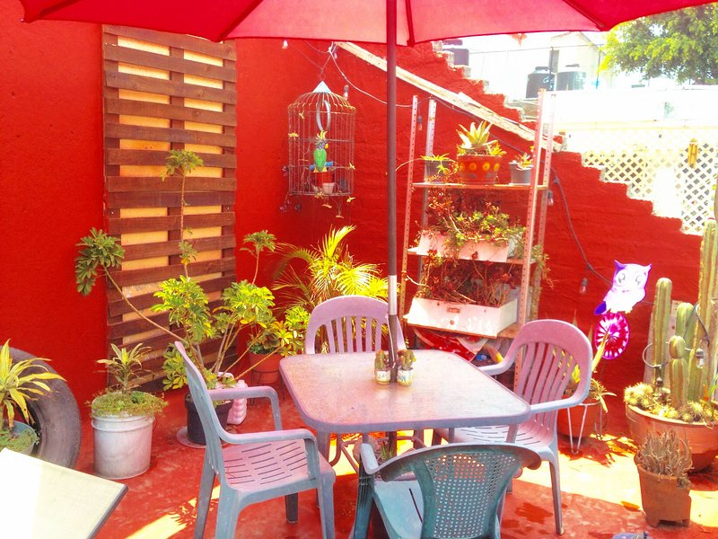 2 Floors colorful house with 3 bedrooms and beautiful terrace in fancy Condesa, vacation rental in Mexico City