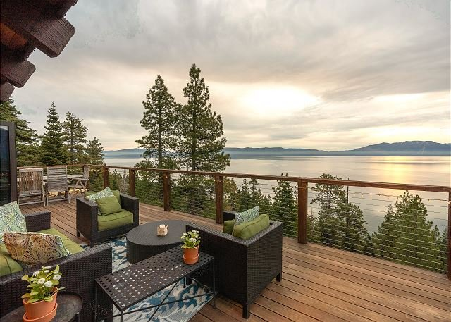 One-of-a-Kind Cabin with 180 Degree Lake Views, vacation rental in Tahoma