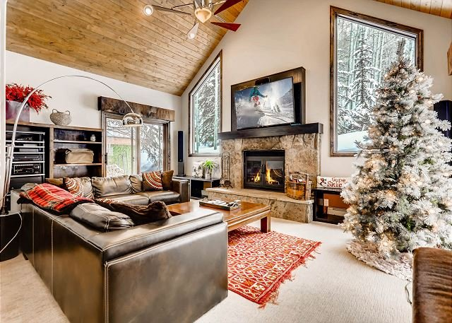 West Vail Gem | Private Patio with Hot Tub & Grill, Near Vail Village, alquiler de vacaciones en Vail