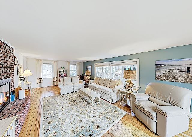 New Listing! Updated Estate w/ Large Deck - Walk 2 Blocks to Nantucket Sound, vacation rental in Harwich Port