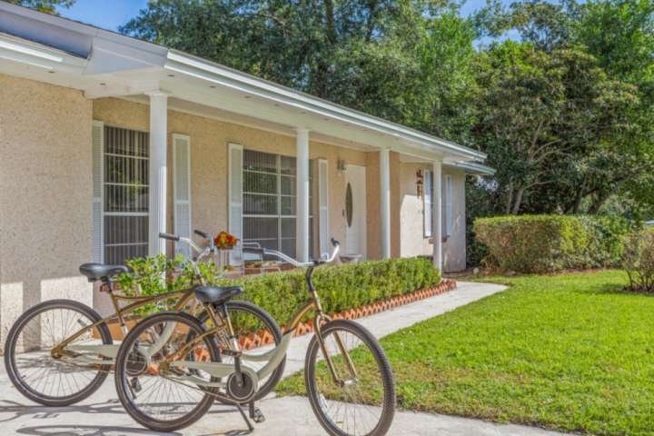 Perfect SW Jacksonville Location! Quiet Neighborhood, Fenced Yard, 2 Bikes Avail, holiday rental in Orange Park