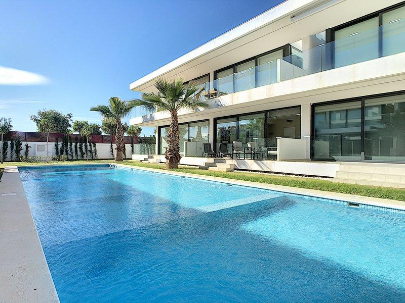 Antilia Terraces Apartment - 1809, aluguéis de temporada em Islas Menores