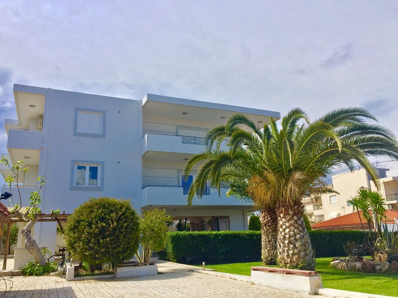 Modern Apartment near Athens&Coast, vacation rental in Keratea