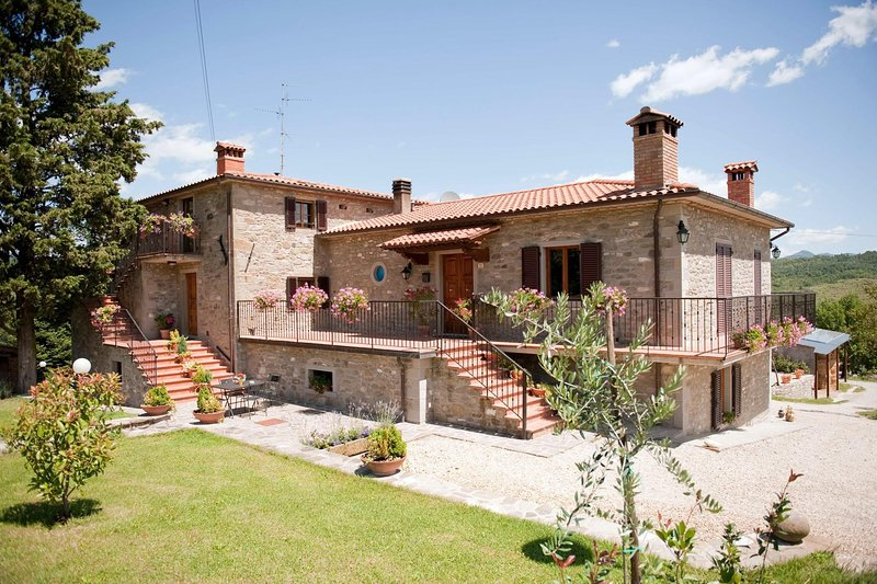 Nice apartment with shared pool, casa vacanza a Caprese Michelangelo