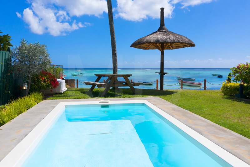 Caro's Beachfront with private Pool at Trou aux Biches Beach ideal for families, holiday rental in Pamplemousses District