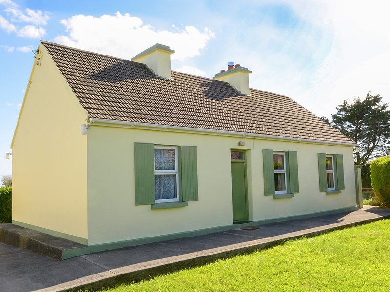 PADDY STAFFS COTTAGE, family friendly, with a garden in Spiddal, County Galway, vacation rental in Spiddal