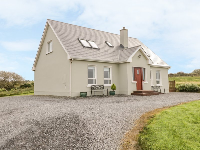 Crona Cottage, Mountcharles, County Donegal, holiday rental in Dunkineely