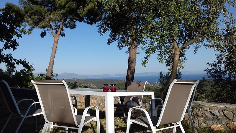 Olea Escape - Your own house in an olive estate, Ferienwohnung in Githio