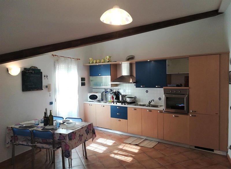 ILA2805 House Mare e Monti, vacation rental in Semino