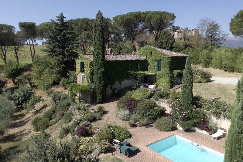 San Gregorio beautiful villa for 6 in Umbria, holiday rental in La Bruna