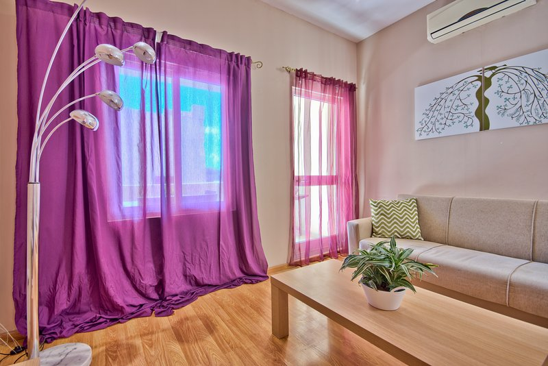 Sunny Sliema 2-bedroom Apartment, vacation rental in Mqabba