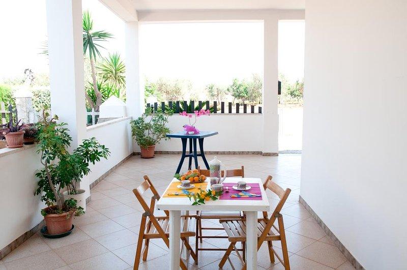 Spacious apartment with terrace, aluguéis de temporada em Matino