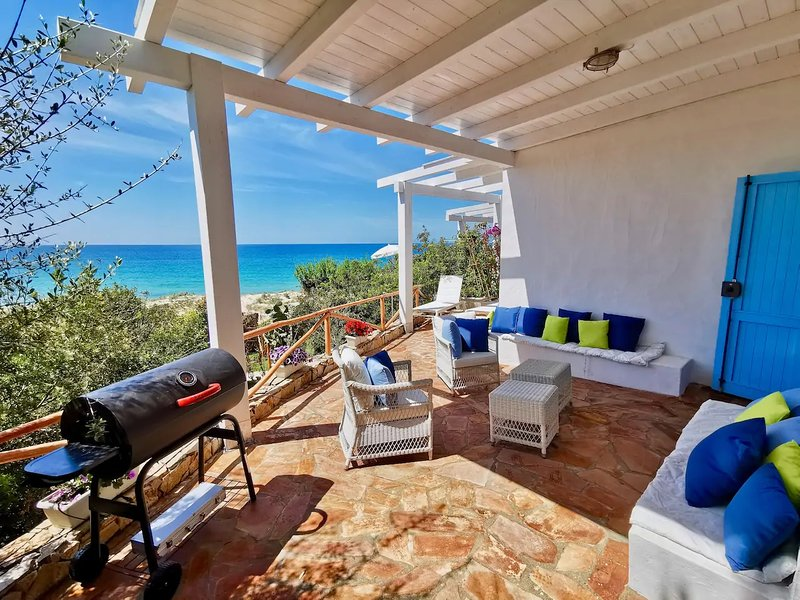 Beachfront House Geremeas Sardegna, holiday rental in Torre delle Stelle
