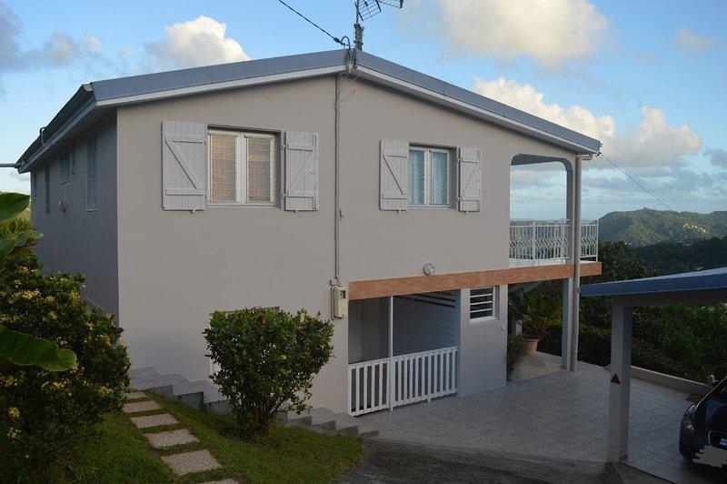 Beautiful house with mountain view, location de vacances à Riviere-Pilote