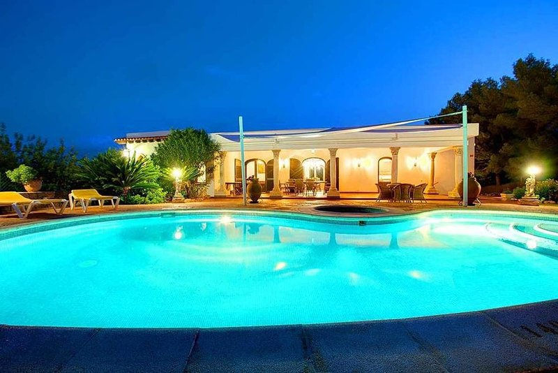 Amazing villa with swimming-pool, aluguéis de temporada em Siesta