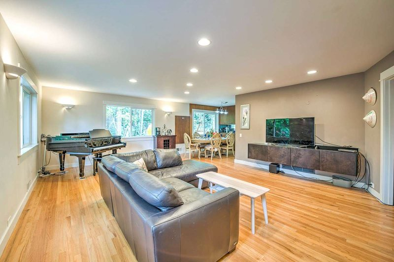 Woodinville Pet-Friendly Home w/ Yard & Playset!, vacation rental in Monroe