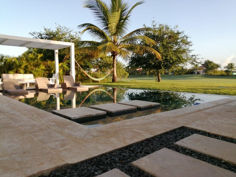 Villa Serenity con vistas al campo de golf, vacation rental in La Romana
