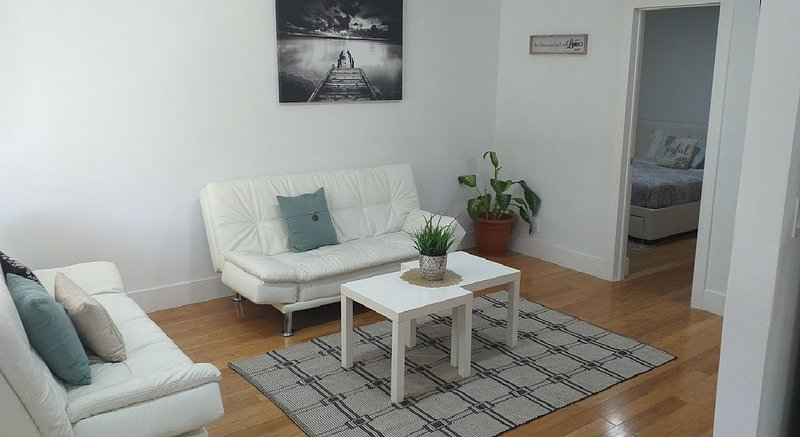 Come enjoy a beautiful, renovated 2 BR/2 BA apartment in a triplex home with private entrance.