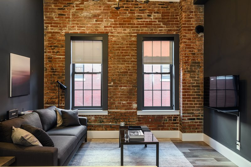 Mins to Downtown, Ballpark, Arch   Free Parking + W&D   Zencity at Bordeaux, holiday rental in East Carondelet