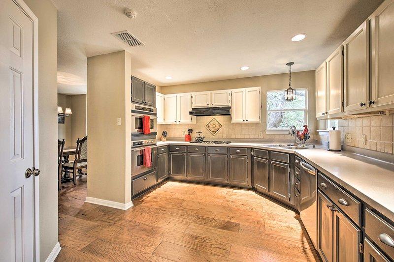 Prepare as suas refeições caseiras favoritas na cozinha totalmente equipada.