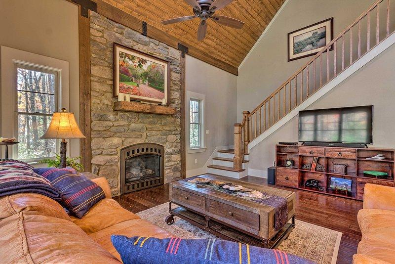 Pianifica il tuo viaggio in montagna nella Carolina del Nord in questa dimora privata con 2 camere da letto e 2,5 bagni