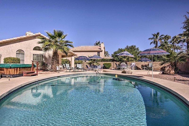 Desert Oasis w/ Pool + Spa: Bike & Hike Phoenix!, location de vacances à Guadalupe