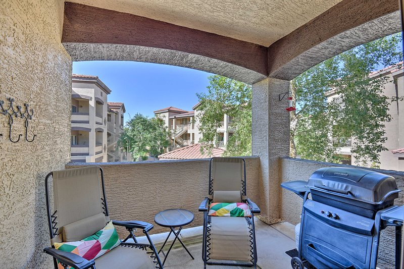 Coyote Landing Condo w/Private Patio & Pool Access, casa vacanza a Apache Junction