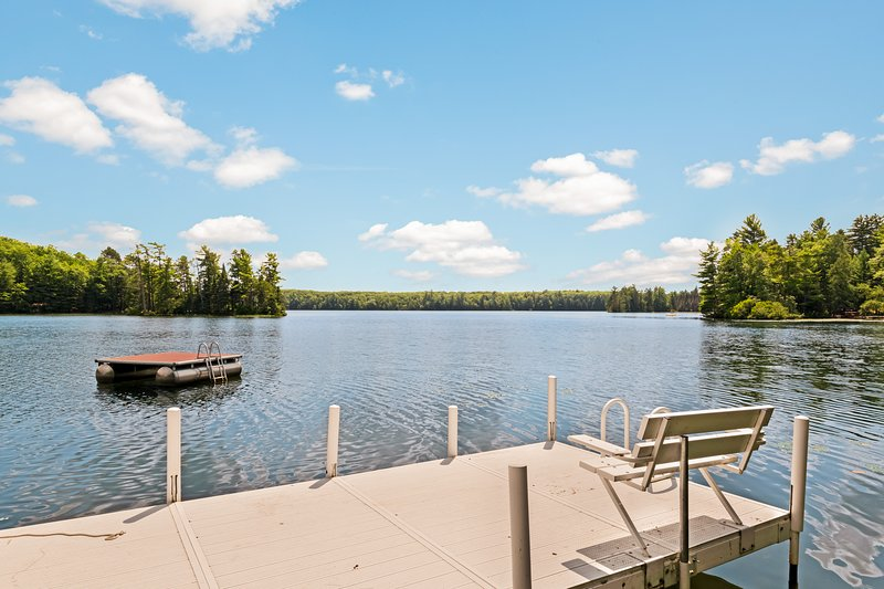 Cozy guest house w/ shared dock & firepit - close to hiking trails!, holiday rental in Star Lake