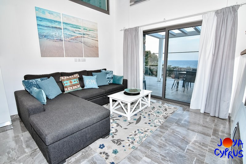 Joya Cyprus Sea View Garden Apartment, holiday rental in Tatlisu