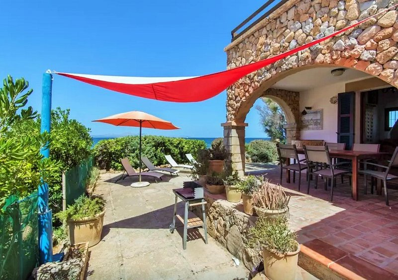 PUNTA LLARGA- Spectacular views front line Villa - Free Wifi, holiday rental in Colonia de Sant Pere