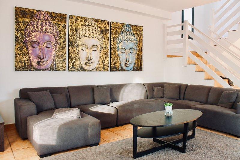 Seaview villa - 5 bedrooms, pool, 2 mins to beach, holiday rental in Fuerteventura