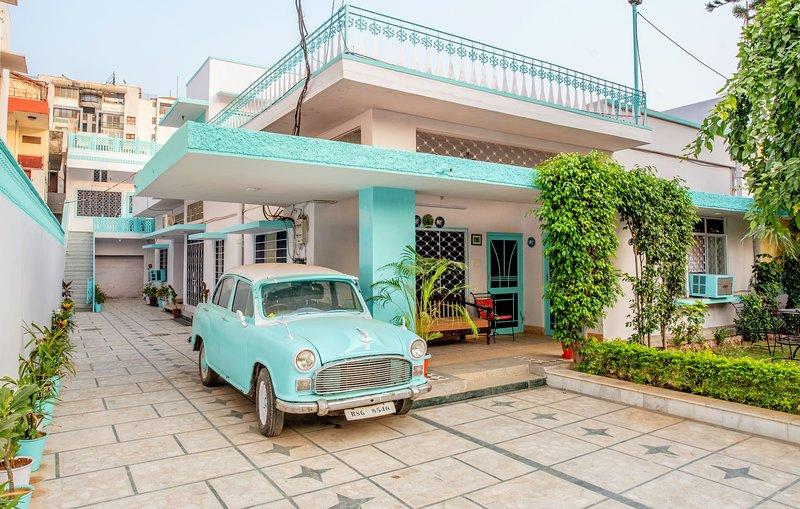 Jaipur 1727 Homestay Deluxe DBL Suite, alquiler vacacional en Jaipur