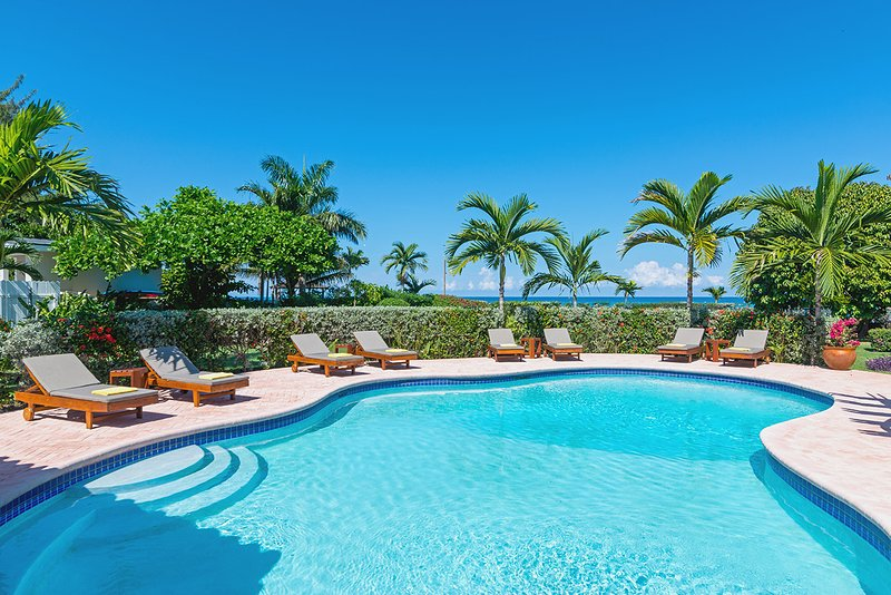 Sunspot Spot Villa - Charming 6 Bedroom Beach Front Villa Jamaica – semesterbostad i Runaway Bay
