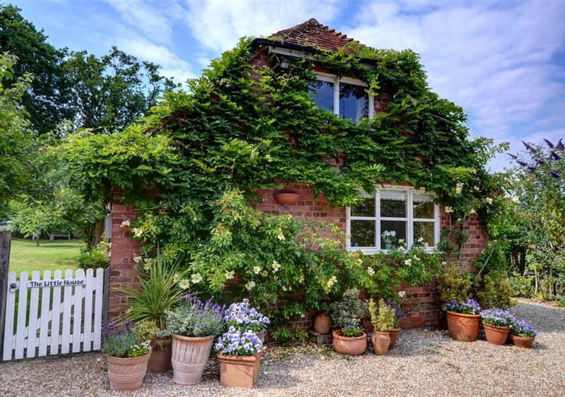 The Little House, vacation rental in Rolvenden