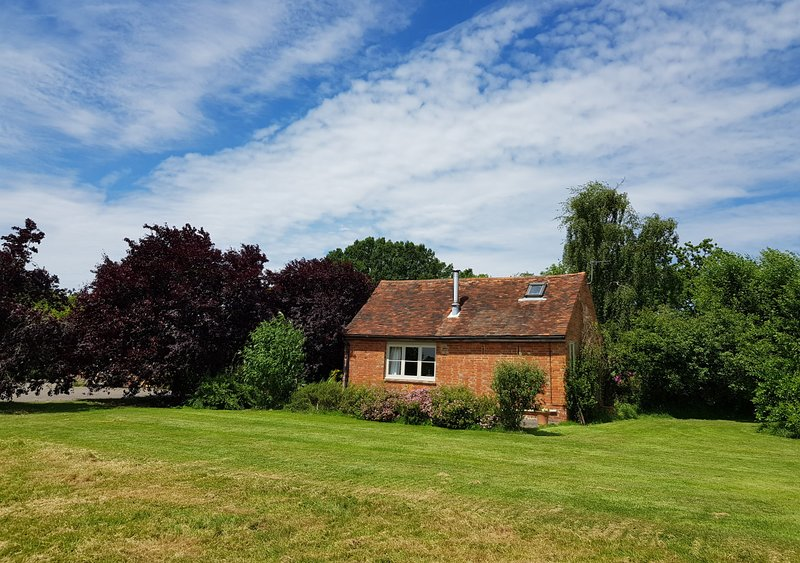 The Lodge, holiday rental in Kingsnorth