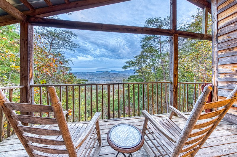 Secluded home w/ private indoor hot tub & sweeping mountain views - dogs OK!, vacation rental in Townsend