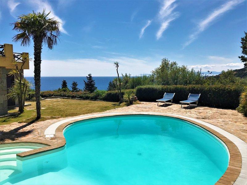 Villa Smeralda - Private pool, Sea view, Mediterranean nature 200 mt from sea, holiday rental in Torre delle Stelle