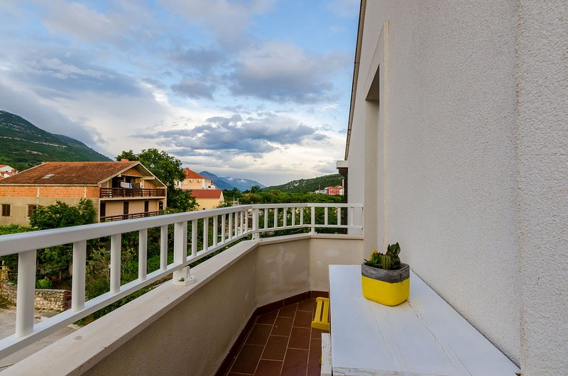 Apartments Villa Key - Comfort One Bedroom Apartment with Balcony, holiday rental in Zvekovica