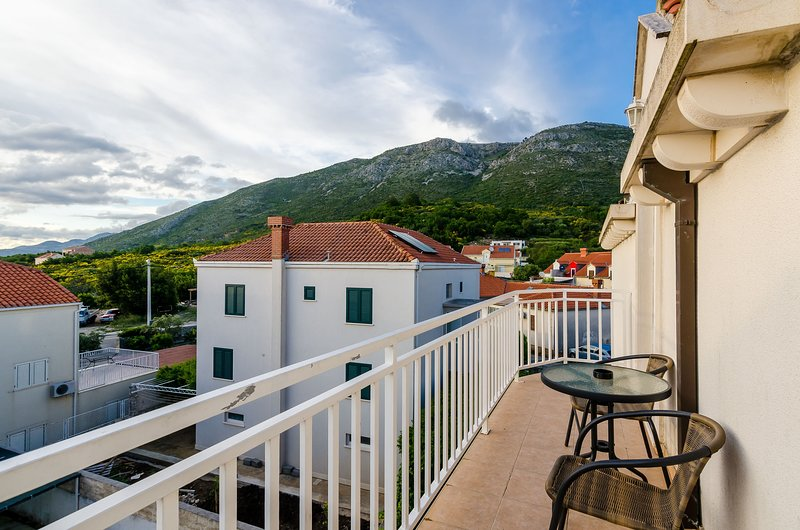 Apartments Villa Key - Standard One Bedroom Apartment with Balcony, holiday rental in Zvekovica