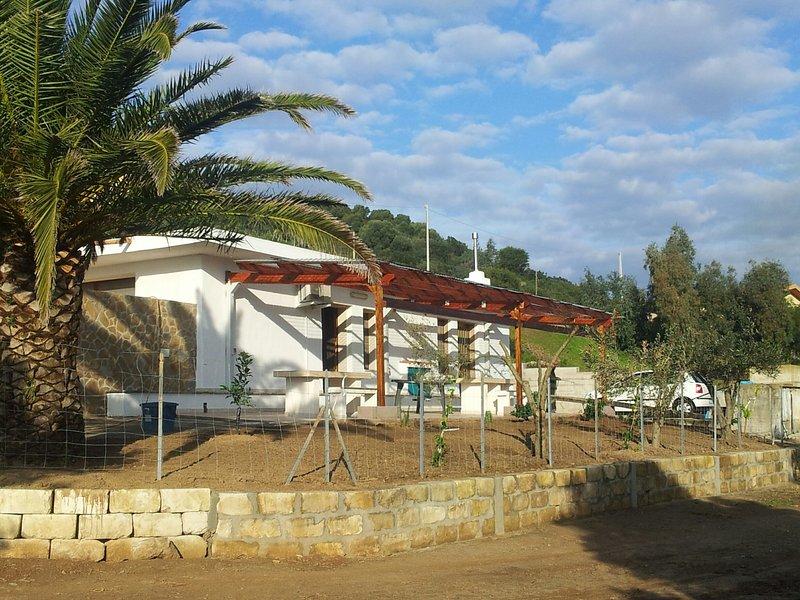 Ferienwohnung am Stadtrand auf grossem Privatgrundstueck, holiday rental in Bacu Abis