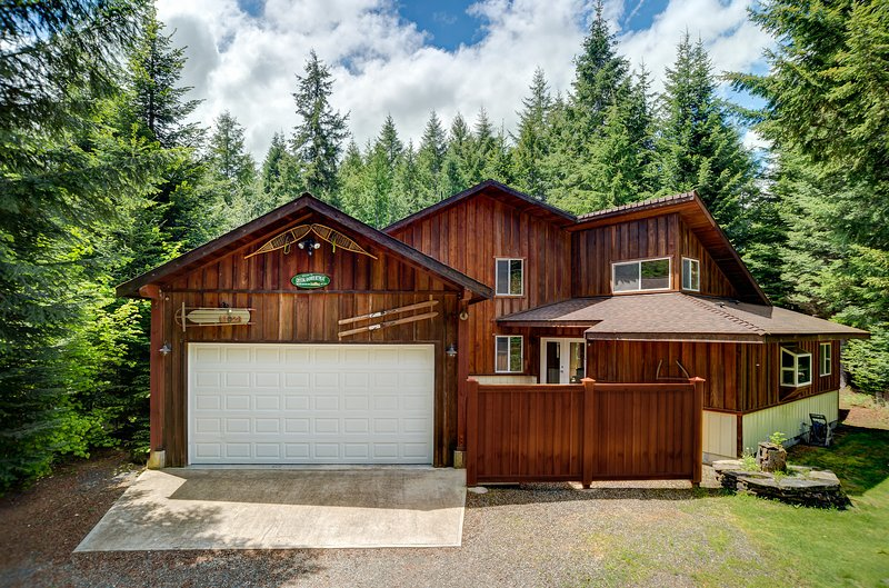 Year-round vacation rental cabin Crystal Rainier Retreat is family friendly.