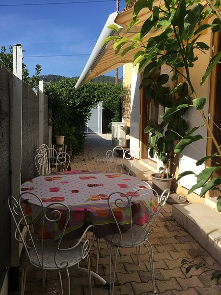 Nice house with garden & terrace, holiday rental in Les Mayons