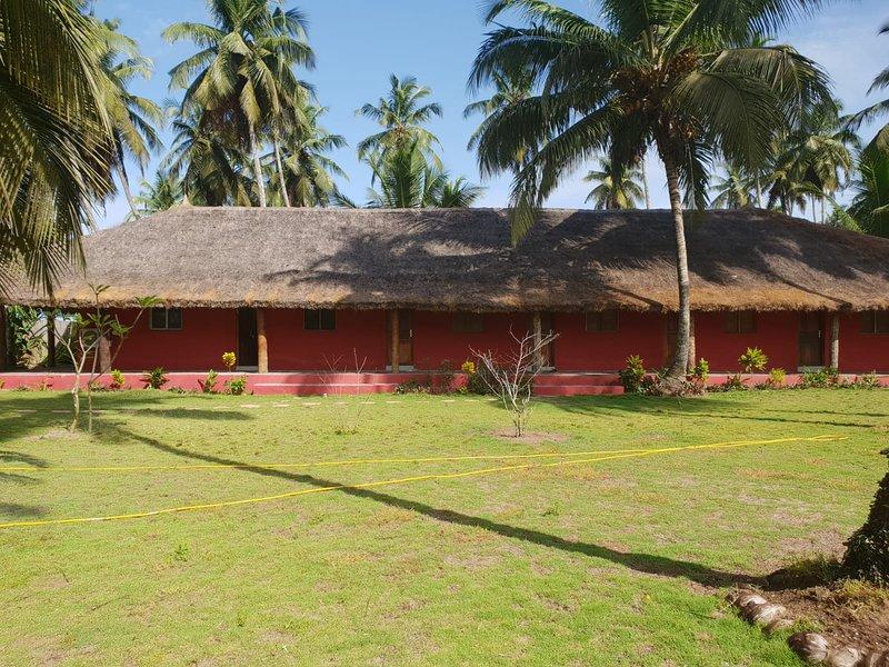 Le Chalet de la Cocoteraie d'Assinie, location de vacances à Grand Bassam