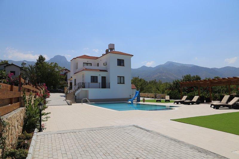 Pergola Villa up in mountains of Catalkoy, location de vacances à Catalkoy