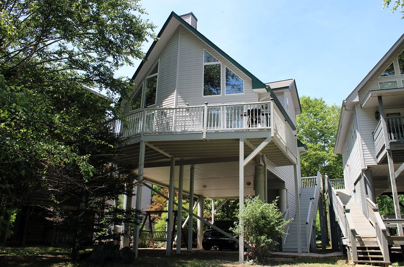 Porch,Building,Patio,Pergola,Outdoors
