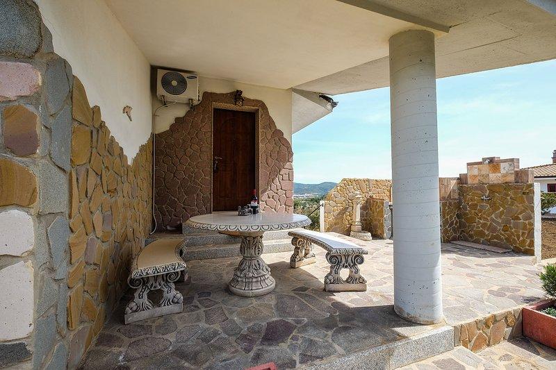 Ferienwohnung Panorama auf Olivenhain in ruhiger Umgebung mit WLAN u. Heizung, holiday rental in Bacu Abis