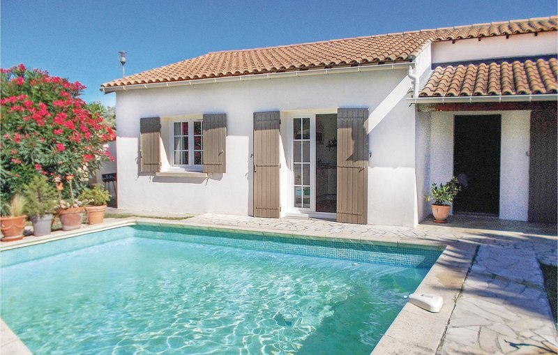 Beautiful home in Les Angles with 2 Bedrooms (FLG399), location de vacances à Les Angles