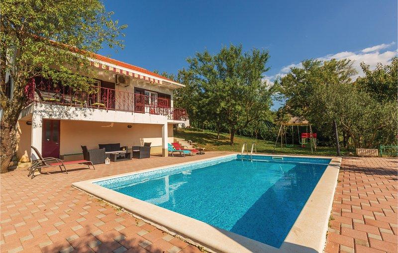 Amazing home in Vojnic Sinjski with WiFi and 3 Bedrooms (CDT871), aluguéis de temporada em Kotlenice