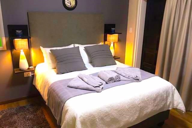Stylish Room, Self Check-in & Private Entrance IV - Close to Airport, location de vacances à Pretoria